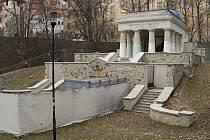 Rekonstrukce Jihoslovanského mauzolea v Bezručových sadech v Olomouci.