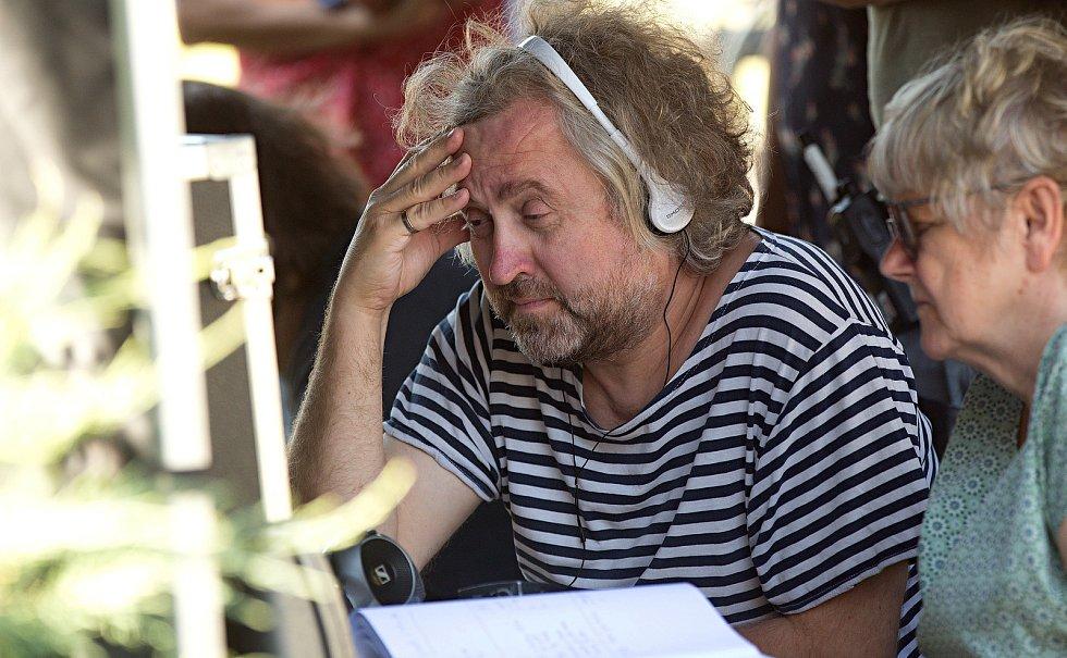 Režisér Jan Hřebejk. Natáčení televizního seriálu Živé terče v Olomouci