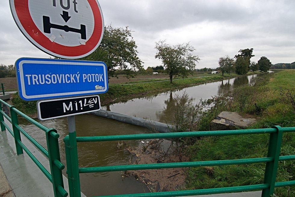 Černovír. Trusovický potok před soutokem s řekou Moravou. 16. října 2020