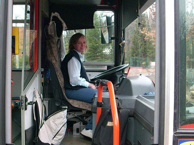 Na linkách olomouckých autobusů cestující sveze i jedenadvacetiletá Lucie Sliwková.