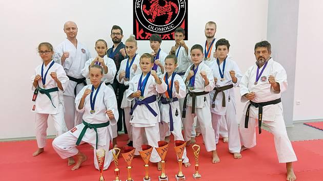 Členové SK Karate Olomouc startovali na mistrovství republiky.
