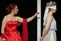 Inscenace Moravského divadla Spor, hra francouzského dramatika Pierra de Marivauxe