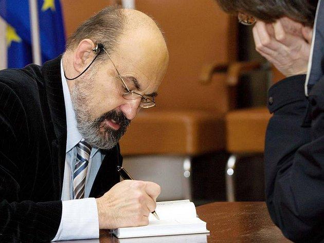 Tomáš Halík na autogramiádě