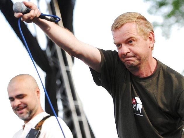Petr Fiala na koncertě Mňágy.