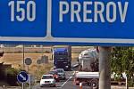 Úplnou uzavírka vytížené silnice I/55 Olomouc – Přerov doprovází komplikované objížky - Občasné krátké kolony na objízdné trase u Dubu nad Moravou