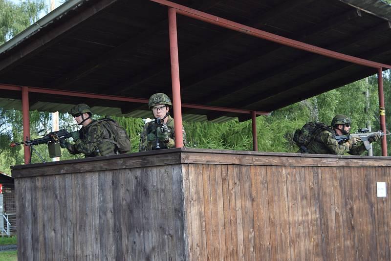 Vojáci z Hranic, a dalších útvarů, zařazení do 6. úkolového uskupení AČR Mali absolvovali komplexní polní výcvik na Libavé. Od odjezdu na Mali je dělí už jen tři měsíce.