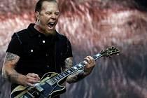 Metallica (na snímku James Hetfield) ve Vizovicích nebude, i tak to ale na Masters of Rock bude pořádný nářez
