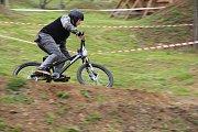 V bikeparku v Olomouci - Nemilanech se v sobotu soutěžilo ve sjezdu bez řetězu a ve skocích.