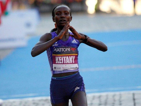 Mary Keitanyová vyhrála mezi ženami vnovém traťovém rekordu. Olomoucký půlmaraton 2015