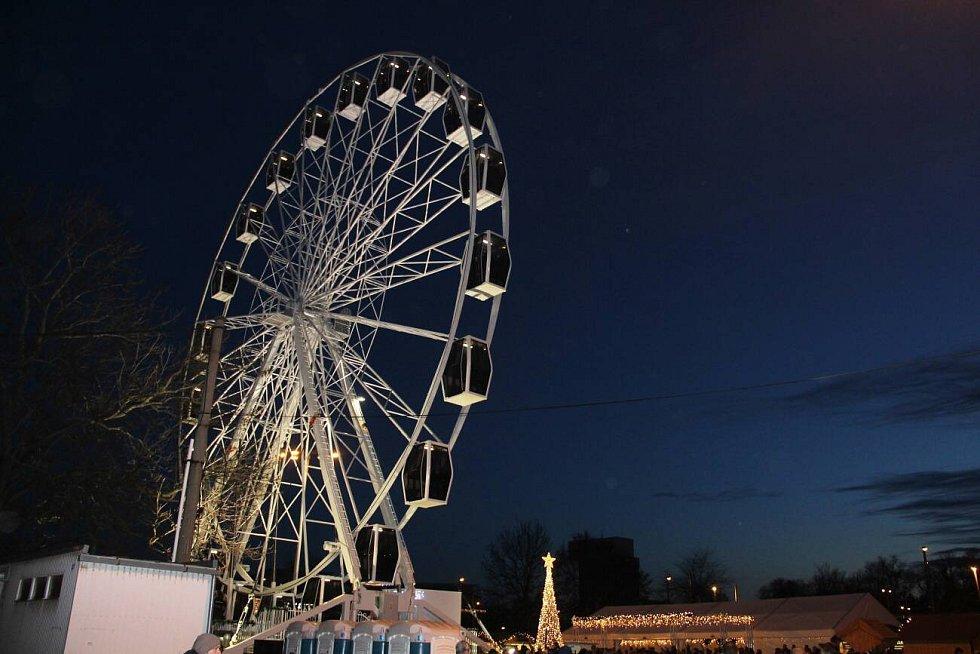 První víkend Vánočních trhů v Olomouci 2019. Ruské kolo na tržnici