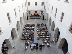 Předzahrada na nádvoří bývalého Augustiniánského kláštera ve Šternberku.
