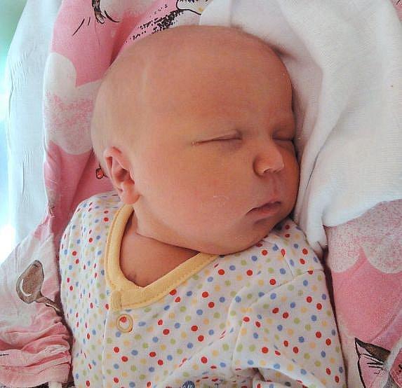 Natálie Kučerová, Olomouc, narozena 28. března v Olomouci, míra 53 cm, váha 3930 g.
