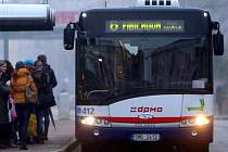 Náhradní autobusová doprava místo zamrzlých tramvají v Olomouci. Ilustrační foto