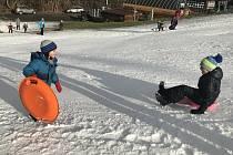 Sjezdovky v údolí Bystřice nedaleko Olomouce už zasněžují a lákají první návštěvníky. 28. listopadu 2020