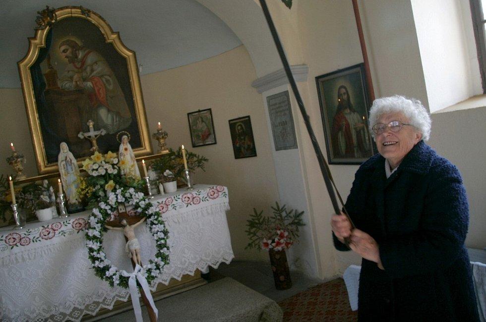 Františka Pudová už mnoho let pečuje o trusovickou kapličku.
