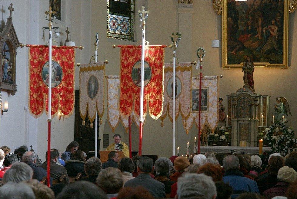 Všechny průvody se setkají na velikonoční mši v bohuňovickém kostele.