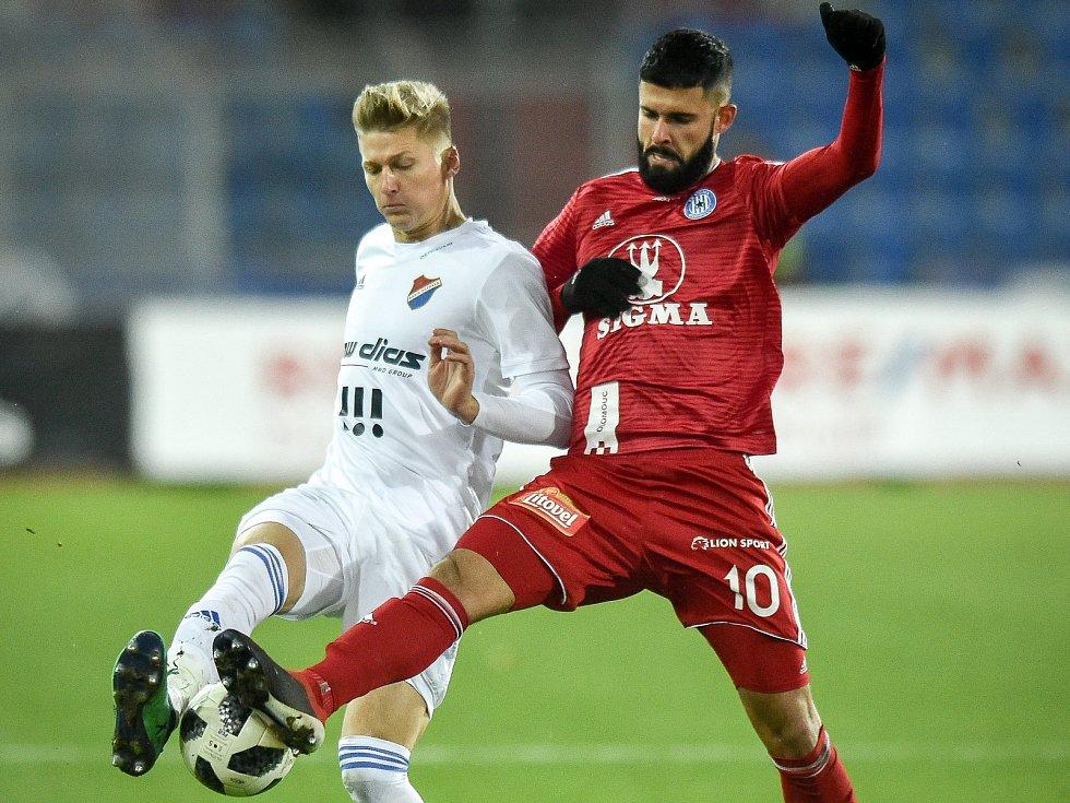 Utkání 19. kola první fotbalové ligy: Baník Ostrava - Sigma Olomouc, 14. prosince 2018 v Ostravě. Na snímku (zleva) Václav Procházka a Jakub Yunis.