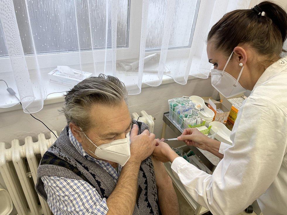 První očkování v ordinaci praktika v Olomouckém kraji, Bohuňovice, 27. února 2021
