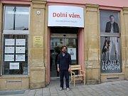 Prostor bývalého obchodu na Dolním náměstí v Olomouci se mění na kulturní prostor s divadlem, galerií i kavárnou
