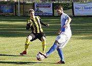 Fotbalisté Nových Sadů (ve žluto-černém) prohráli s Polnou 0:3.
