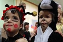 Piráti, pavoučí muž, princezny, ale třeba i Ferda Mravenec. Zhruba stovka masek zaplnila sál sokolovny v Majetíně na Olomoucku. Konal se tady už tradiční dětský karneval.