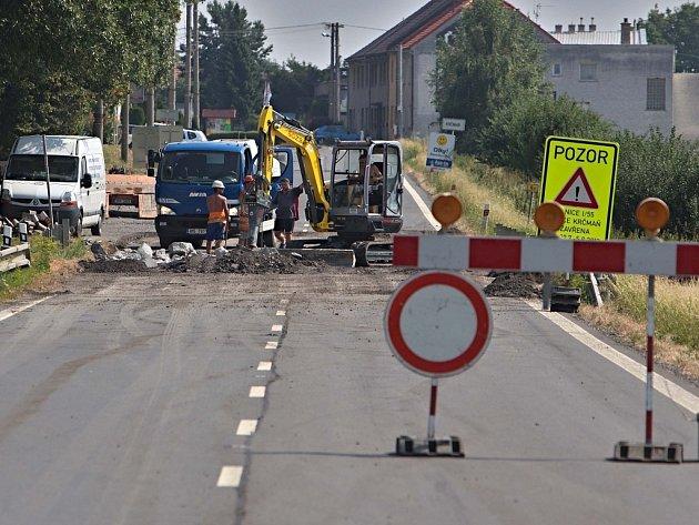 Úplnou uzavírku vytížené silnice I/55 Olomouc – Přerov doprovází komplikované objížky