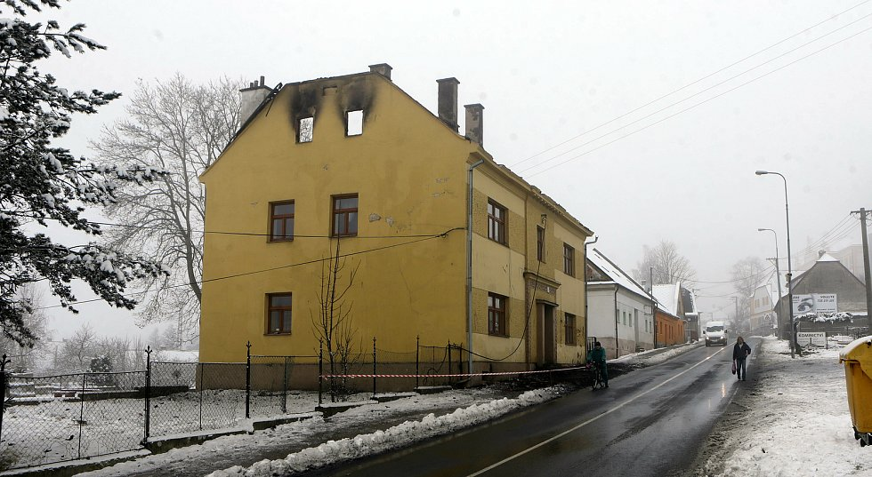 Požárem poškozený dům v Moravském Berouně. 29. ledna 2021