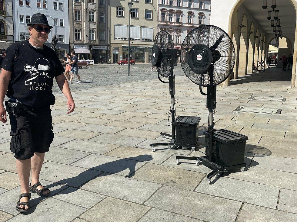 Vedro v centru Olomouce - vodní osvěžovač na Horním náměstí, 18. června 2021