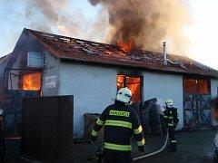 Požár v uničovské autodílně