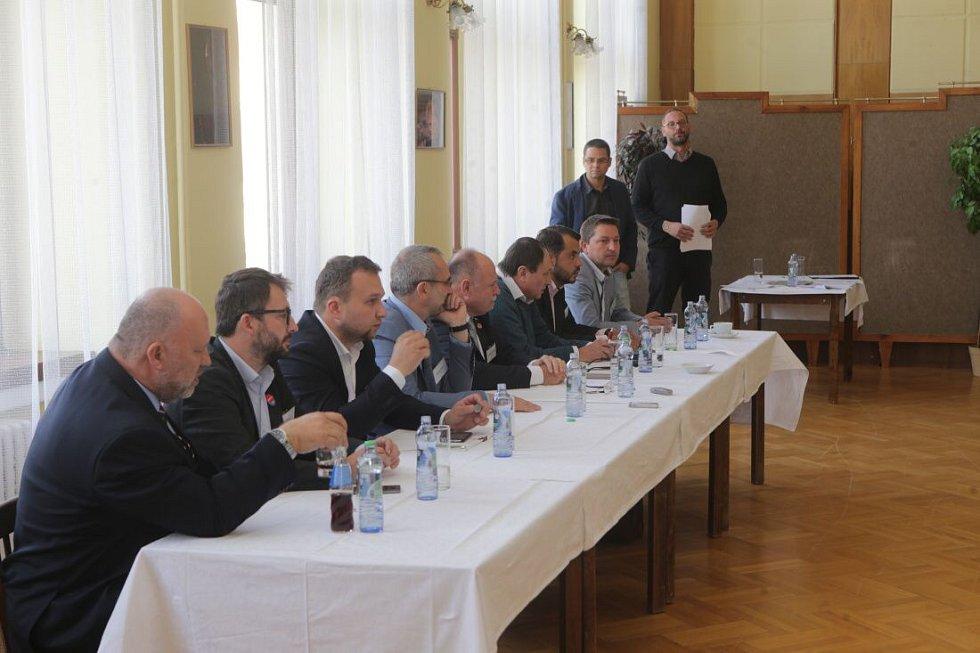 Debata s lídry politických stran v salonku Městského domu v Přerově
