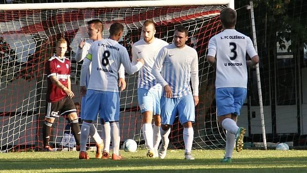 Fotbalisté Olešnice (v bílo-modrém). Ilustrační foto