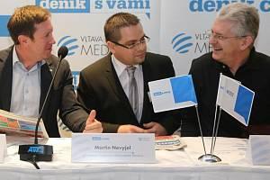 Olomoucký hejtman Oto Košta (vpravo), šéfredaktor Deníku na střední Moravě Martin Nevyjel a rektor Univerzity Palackého Jaroslav Miller (vlevo)