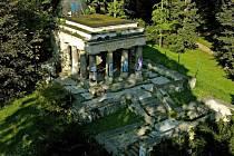 Jihoslovanské mauzoleum v Bezručových sadech v Olomouci