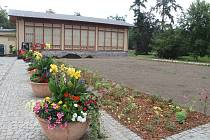 Prostranství kolem oranžerie v olomouckých Smetanových sadech dostává novou podobu.