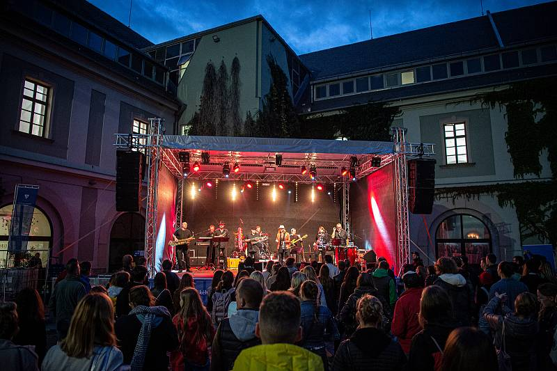 MEET UP – festival Univerzity Palackého v Olomouci, program na Zbrojnici, kapela Sto zvířat, 22. září 2021