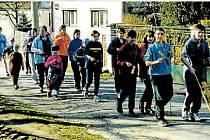Klapači. Velikonoční hrkání dětí v Řídeči v dubnu v roce 1992. Tato tradice funguje v obci od roku 1946, kdy byla obec osídlena českými obyvateli