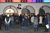 Nasvícená radnice, proslovy politiků, kovový pomník a pietní kniha připomněly Jana Palacha na olomouckém Horním náměstíFoto: