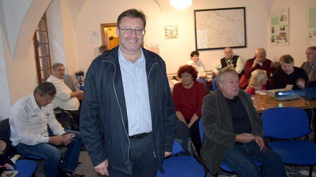 Lídr ČSSD Jiří Zemánek ve volebním štábu ČSSD vOlomouci