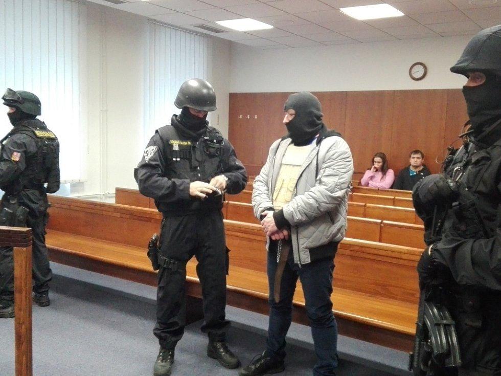 Vrchní soud projednával v úterý odvolání trojice expolicistů, kteří měli v roce 2006 provést na Brněnsku loupež, při níž si přišli na více než 70 milionů korun.