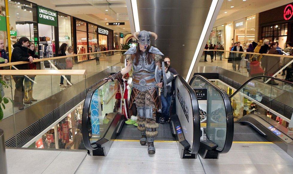 Cosplayeři v olomouckém obchodním centru Šantovka