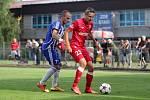 Uničov (v modrém) v pohárovém zápase se Zbrojovkou