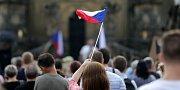 """""""Jednou provždy"""". Demonstrace proti Babišovi a komunistům na Horním náměstí v Olomouci"""