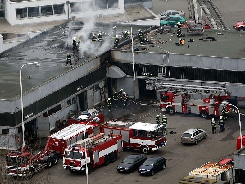 Požár autosalonu na třídě Kosmonautů v Olomouci