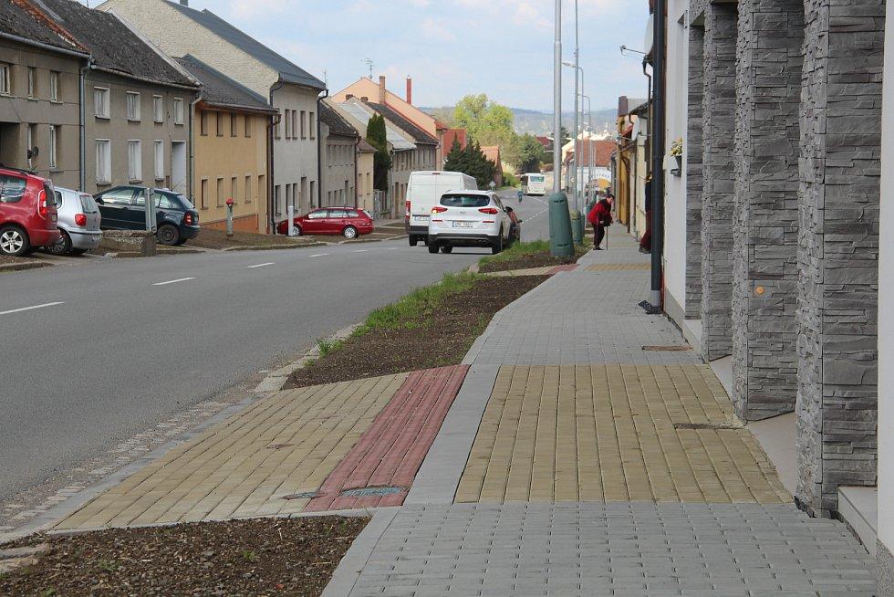 V Ústíně jsou nové chodníky i vjezdy k rodinným domům.