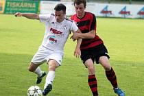 Fotbalisté béčka HFK Olomouc (v bílém) proti Konici