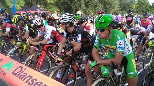 Emil Hekele (v zeleném) na startu.