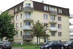 Smlouvy po dvaceti letech končí také nájemníkům z bytového domu v Topolové ulici v městské části Slavonín.