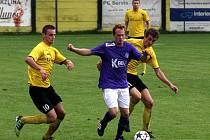 Fotbalisté Nových Sadů (ve žlutém) vs. Velké Losiny