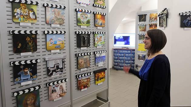 Výstava filmových klapek v olomoucké Galerii Bohéma