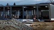 Výstavba nového nákupního centra ve Šternberku - na okraji města se rýsuje hypermarket Kaufland.